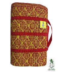 ไลออนล์ เหยียบโลก เสื่อสังฆทานกระเป๋า  0.93 x 1.8 m สีเหลืองแดง